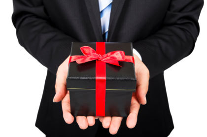 Hadiah, Perekat Hati yang Indah