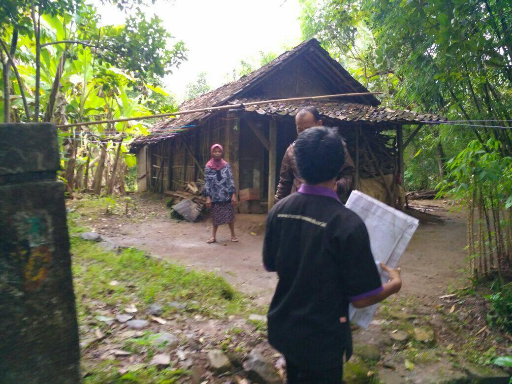 Rumah Nenek Yang Jauh Dari Pemukiman Warga